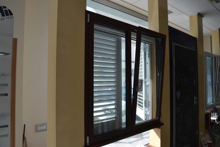 Finestra in Alluminio colore Bronzo Corten (1)
