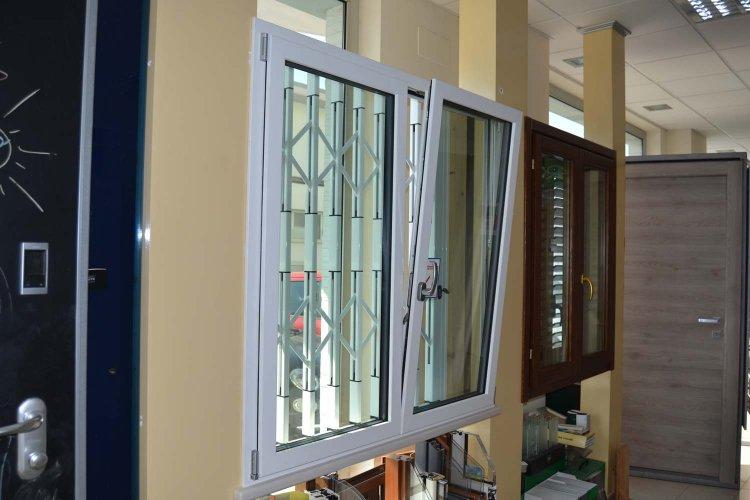 Finestra in Alluminio esterno bianco e Legno interno bianco venato frassino (1)