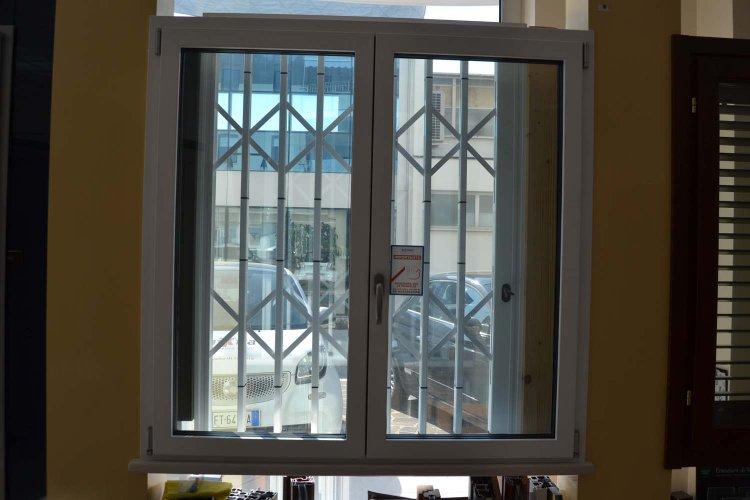 Finestra in Alluminio esterno bianco e Legno interno bianco venato frassino (3)