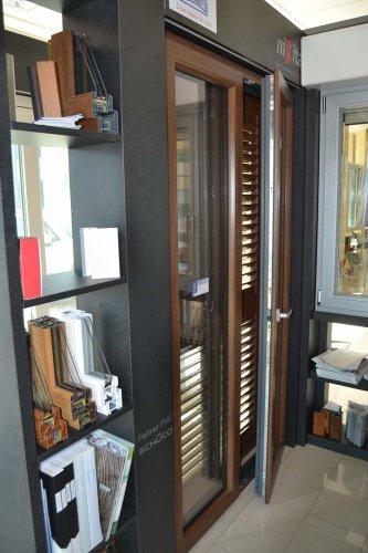 Finestra in PVC schuco colore finto legno Nussbaum (2)
