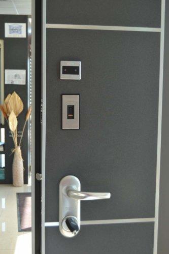 Porta Blindata HIBRY meccanica ed Elettrica con rivestimento interno in lavagna (1)
