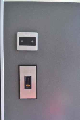 Porta Blindata HIBRY meccanica ed Elettrica con rivestimento interno in lavagna (6)