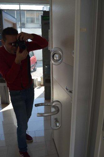 porta blindata Dierre TAblet, ad alto isolamento termico ed acustico, con telaio bianco, rivestimento esterno bianco ve rivestimento interno effetto specchio (1)