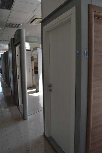 porta blindata Dierre TAblet, ad alto isolamento termico ed acustico, con telaio bianco, rivestimento esterno bianco ve rivestimento interno effetto specchio (2)