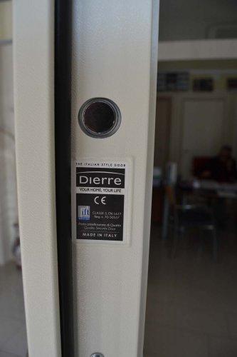 porta blindata Dierre TAblet, ad alto isolamento termico ed acustico, con telaio bianco, rivestimento esterno bianco ve rivestimento interno effetto specchio (4)