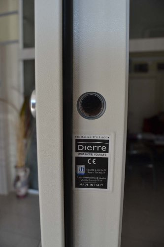 porta blindata Dierre TAblet, ad alto isolamento termico ed acustico, con telaio bianco, rivestimento esterno bianco ve rivestimento interno effetto specchio (5)